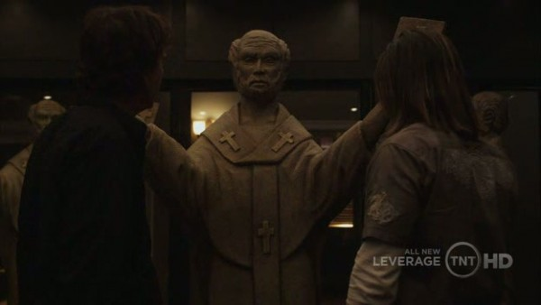 """Nate and Elliott check out Hardison's """"miracle"""" statue"""