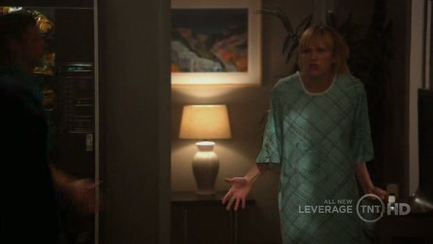 """The """"inoperable"""" Parker nearly blows the con when Nate cuts a check"""