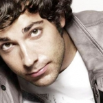 Fangirl's Guide to Zachary Levi