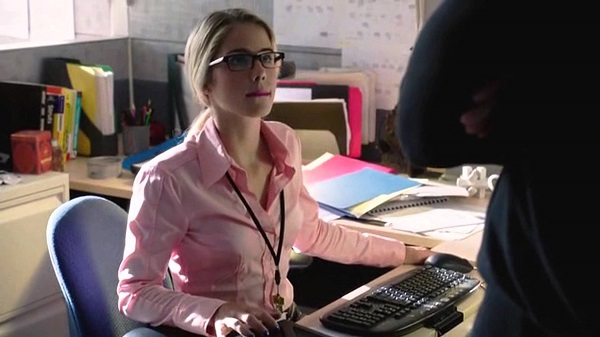 fashion-icon-felicity-smoak