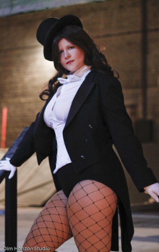 Katie Nobles as Zatanna (Photo by Dim Horizon Studio)