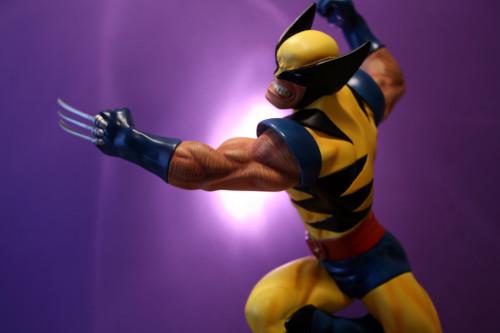Bowen Wolverine Classic Action Statue 011