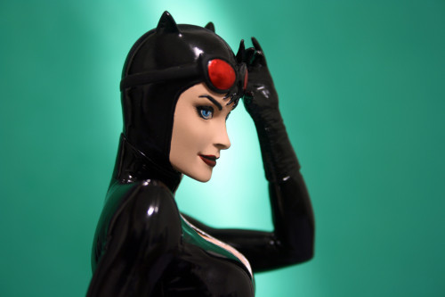 Cover Girls of DC Catwoman Statue 008