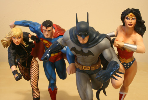JLA Build A Scene Statue 2 Superman and Black Canary 010