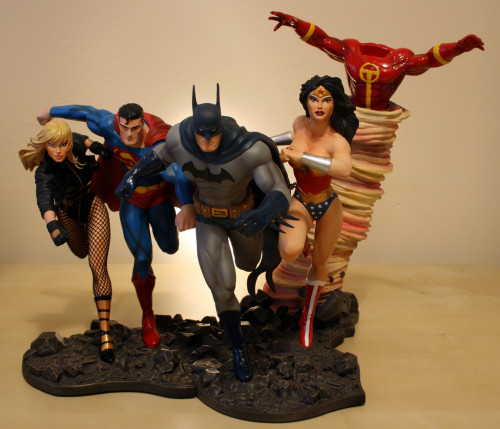 JLA Build A Scene Statue 2 Superman and Black Canary 011
