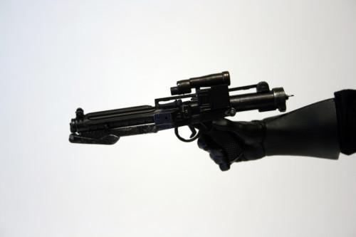 Star Wars 12 Inch Commander Praji - Gun Detail 001