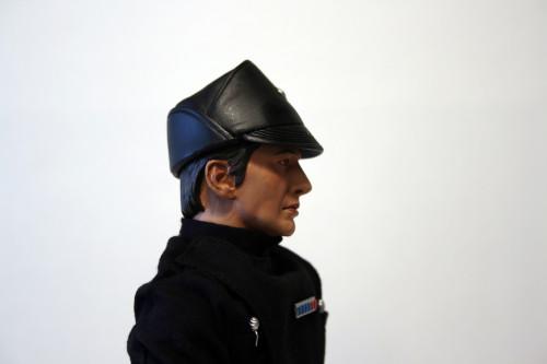 Star Wars 12 Inch Commander Praji - Plastic Hat Detail Side